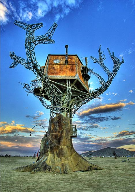 steampunk-burning-man-treehouse1